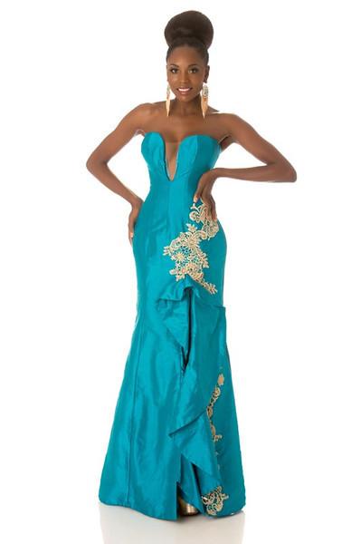 Marcelina Vahekeni – Miss Angola Gown