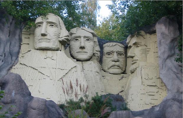 lego Mt Rushmore