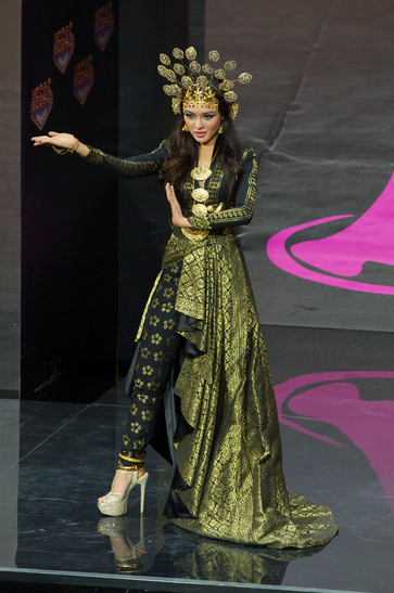National Costume miss malaysia 2013