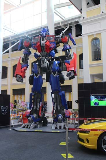 optimus-prime-di-gurney-paragon