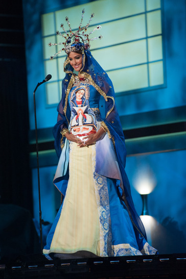 miss-dominican-republic-national-costume