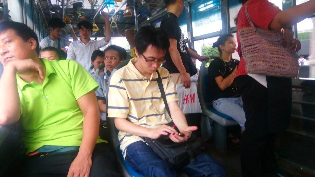 naik-bis-di-thailand-dalam-bis