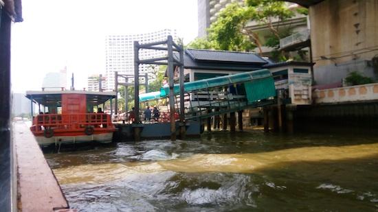 perahu-di-saphan-taksin