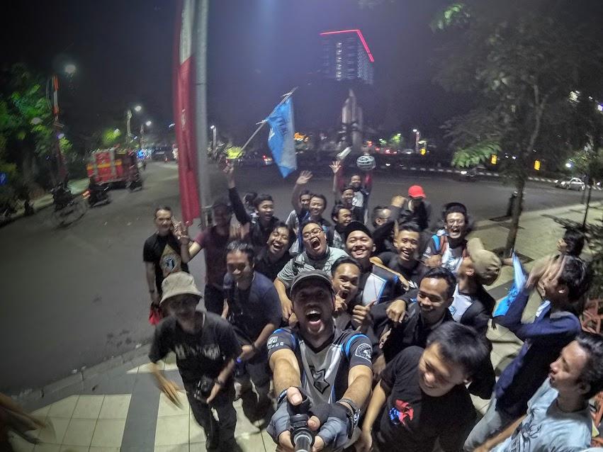 Sesi Selfie Tim Resistance Malang - Photo Credit : @RealitasSemu